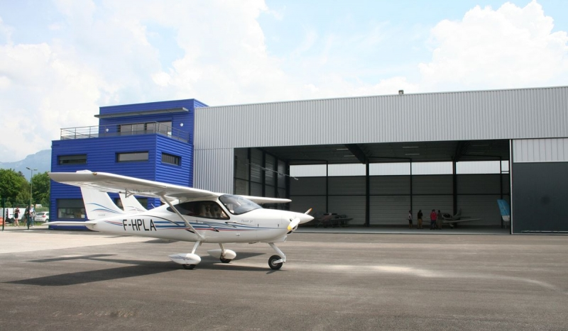 Garage avions, grande portée