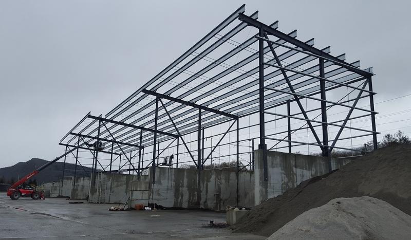 Structure métallique d'un bâtiment industriel