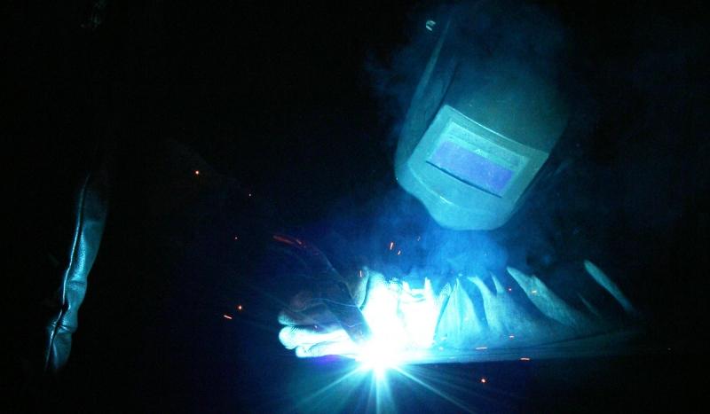 Opération de soudure sur charpente métallique