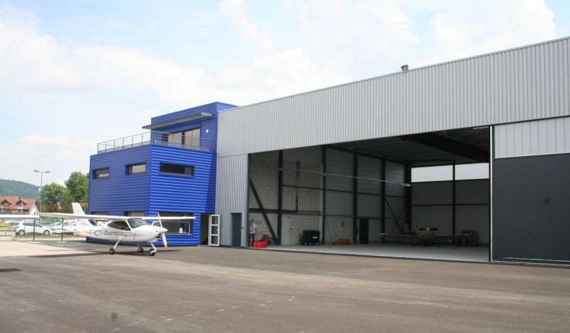 Hangar avions, poteaux métalliques
